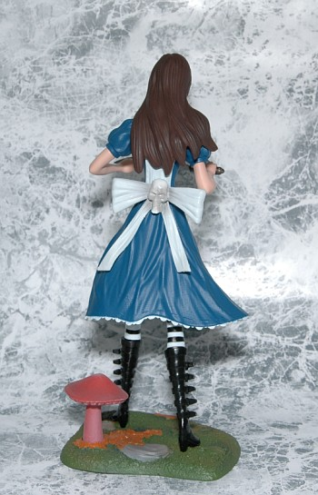 Femme Fatales: Alice Madness Returns PVC Statue後ろ